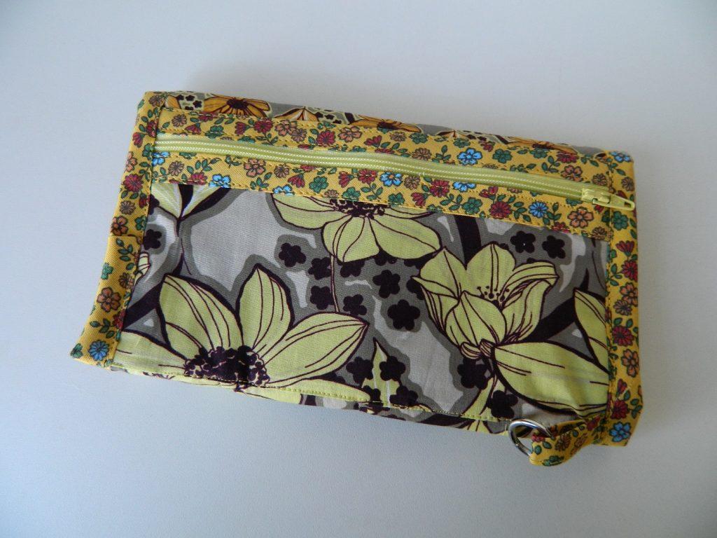 Carteira de mão florida amarela